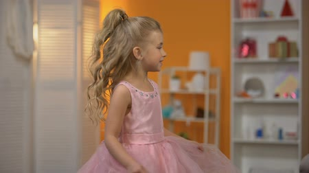 сладость : Adorable little girl dancing in pink dress, pretending to be princess, happiness