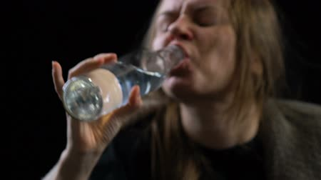 уродливый : Poor addicted woman greedily drinking alcoholic drink from bottle, ugliness Стоковые видеозаписи