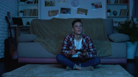 szülői : Student playing video games late at night instead studying, game addicted boy