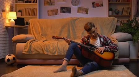akusztikus : Teenager studying to play guitar dreaming about musician career hobby, lifestyle