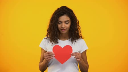salva vidas : Kind mixed-race girl showing red paper heart on camera Valentines day, volunteer Vídeos