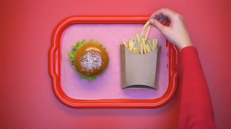 откорме : Female hand taking crunchy french fries from carton box on tray, fatty snack Стоковые видеозаписи