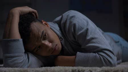frustração : Depressed African-American teenager suffering loneliness in dark room, abuse Stock Footage