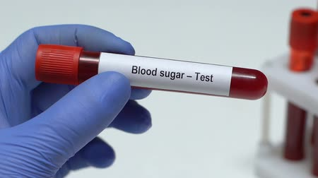 cukorbaj : Blood Sugar-Test, doctor holding blood sample in tube close-up, health check-up