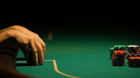 mais alto : Woman thinking over strategy in poker and betting all-in, bluffing, closeup