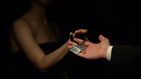 bölmek : Man giving woman keys with house keychain, present for mistress, cheating Stok Video
