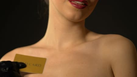 рулетка : Seductive lady showing gold card into camera, expensive club for rich men Стоковые видеозаписи