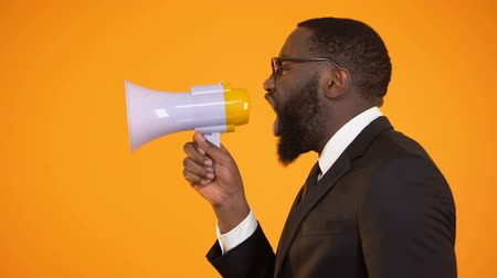 объявлять : African-american male shouting to megaphone, sales and discounts, advertisement