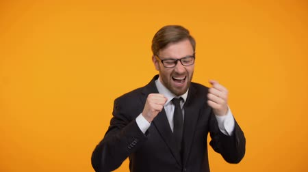 rentável : Cheerful businessman dancing, celebrating successful deal, start up investment Vídeos