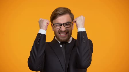 euforia : Extremely excited businessman showing yes gesture, winning lottery, betting