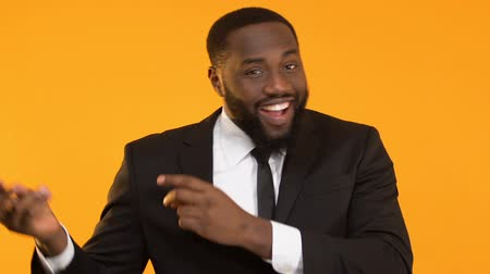 rentável : Funny black man in suit snapping fingers and dancing, celebrating success, joy Vídeos