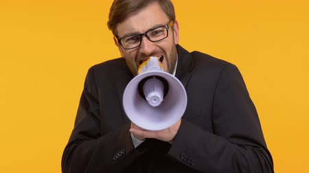 vélemény : Annoyed man screaming into megaphone, trying to convey his opinion to others