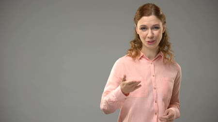 ortografia : Female saying thank you in sign language, teacher showing words in asl, tutorial