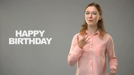 ortografia : Woman saying happy birthday in asl, text on background, communication for deaf