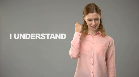 ortografia : Teacher saying i understand in asl, text on background, communication for deaf