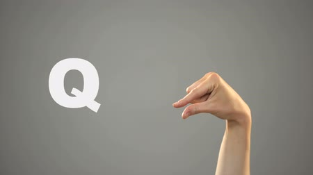немой : Letter Q in sign language, hand on background, communication for deaf, lesson