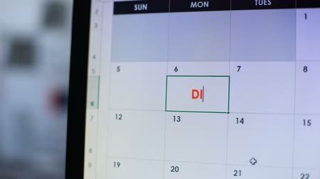 semanal : Person planning go on diet, scheduling some days in online calendar on computer