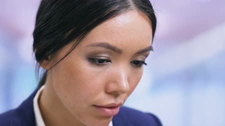 мысль : Female in businesswear reading documents, office worker on workplace, closeup