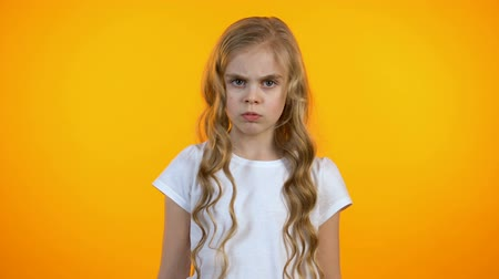 насилие : Serious girl shaking head and showing stop gesture, rejecting family violence