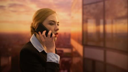 документация : Lady boss angry about marketing campaign, swearing with PR agency by phone
