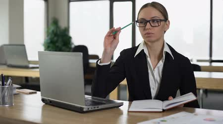 editor : Woman thinking over startup, writing business ideas into notebook, task planner Stock Footage