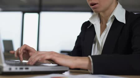 aflição : Closeup of woman typing on laptop, irritated with trouble at work, stressful job Stock Footage