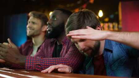 kaybetmek : Football fans watching game in pub, male friends disappointed with team lose