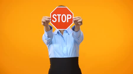prohibición : Serious female manager showing stop sign, equal rights in business, restriction