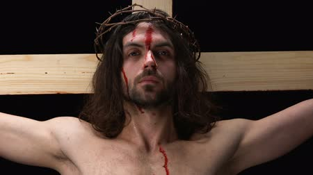 megmentő : Crucified bloody Jesus dying cross, religious self-sacrifice, spiritual symbol