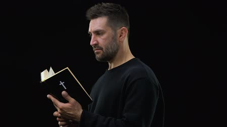 acreditar : Man reading bible, spiritual support, religious belief, peace in soul, worship Vídeos