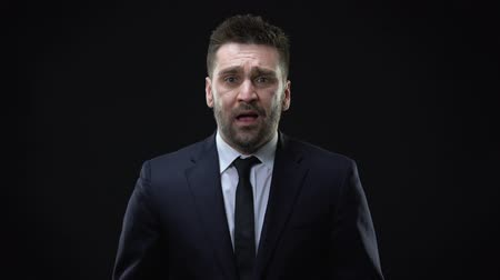 zuřivý : Worried businessman shouting on dark background, mental exhaustion, pressure Dostupné videozáznamy