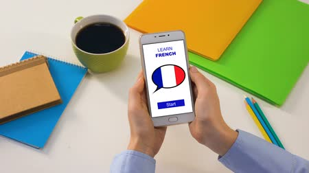 grau : Person showing smartphone with learn French app, foreign language education Vídeos
