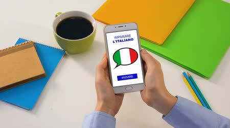 grãos : Italian language application on smartphone in persons hands, online education Stock Footage