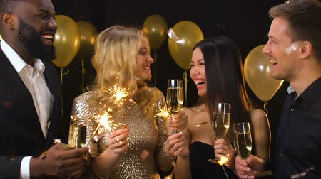 bengália : Happy multiracial friends with champagne and bengal lights at party, celebration