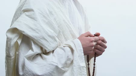 contemplação : Prophet praying to God using prayer beads to mark repetitions of prayers, rosary