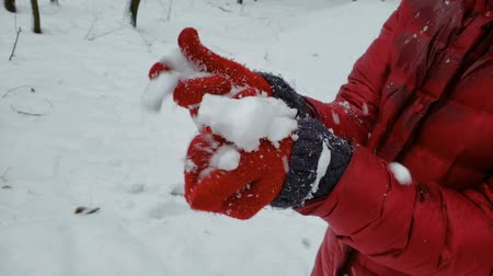kardan adam : Person crashing snow ball in hands, enjoying winter nature, entertainment Stok Video