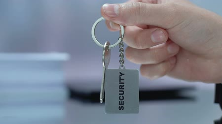 osobní strážce : Security word on keychain, male administrator giving key to client, vip access