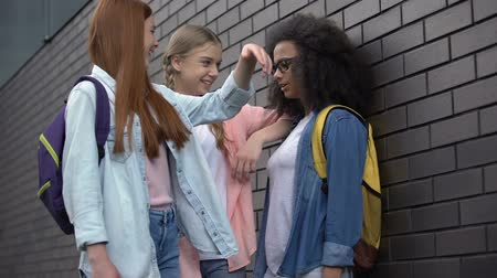 жестокий : High school students mocking afro-american teenager in eyeglasses, insecurities