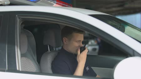 hurry up : Police officer in car using walkie-talkie, dispatcher informing about emergency