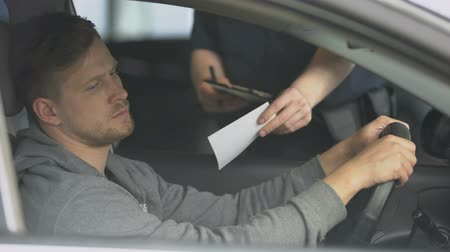 célere : Policeman writing traffic ticket to upset male driver,_1080.moving violation, law