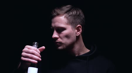 perdente : Addicted man drinking vodka from bottle, alcohol abuse problem, unhealthy habit