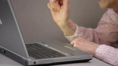 gadżet : Elderly woman slowly typing on laptop, studying modern gadget using, future