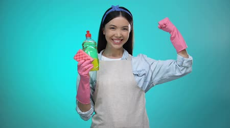 промывали : Smiling housewife with dishwashing detergent showing muscles, force sign