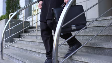 nezaměstnanost : Desperate businessman sitting on office building stairs, bankruptcy depression