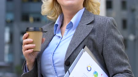 восхищенный : Cheerful businesswoman having coffee break at work, caffeine addiction, closeup Стоковые видеозаписи