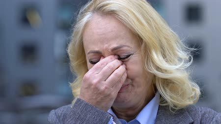 licenziato : Depressed old female employee crying desperately, fired from work or retired Filmati Stock