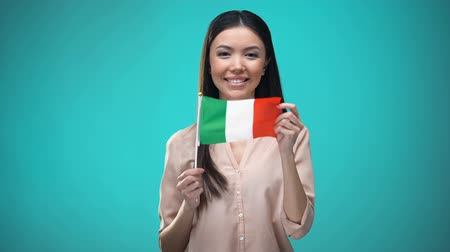 financiamento : Woman covering face with Italian flag, learning language, education and travel