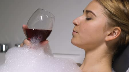 rotwein : Attractive young lady enjoying red wine in bathroom, reducing stress, leisure