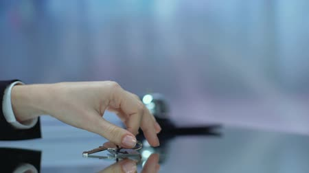 convidado : Resort written on keychain hotel guest taking from desk, booking accommodation