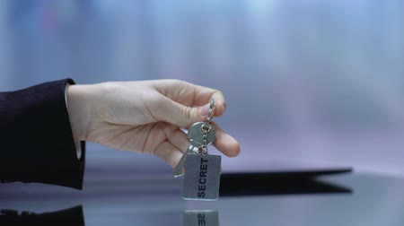 щит : Lady taking keychain protecting confidential information nondisclosure, security